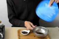 写真:焙煎後、豆を冷ます。