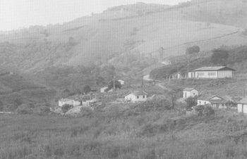農場に点在する家屋jpg