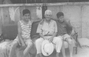 休日には孫たちと一緒に過ごすジェラルド・パイバ75歳