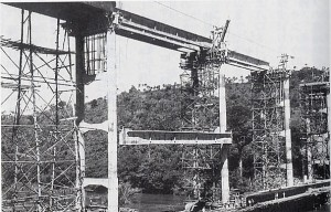 カルロスが建設した橋梁、高さ36メートル、長さ1キロメートル