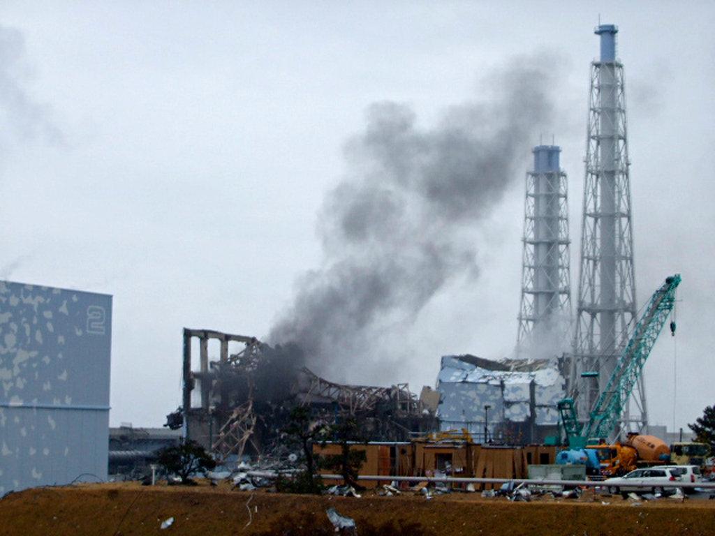 福島原発事故3号炉 煙