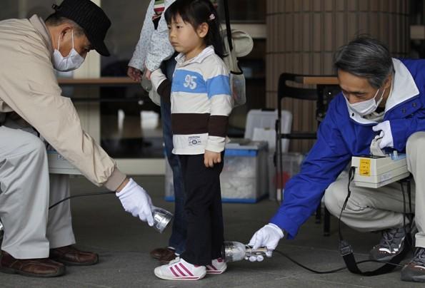 Japan Nuclear Childrens 3歳の女の子の放射能測定