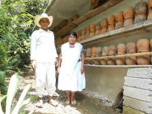 3. 養蜂用の壺