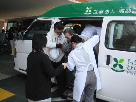 原発近くの病院に取り残された患者を救出