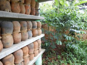 伝統的養蜂の巣箱